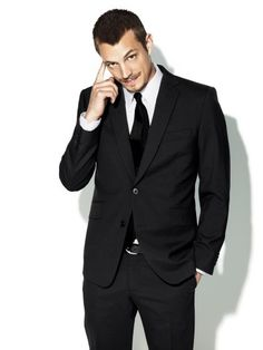 Joel Kinnaman... Damn, he looks good in this picture! The Killing is a fantastic show!