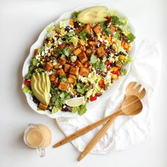 Cowgirl Salad - a Santa Fe inspired salad topped with either cajun tofu or chicken and filled with healthy ingredients topped with a perfect peanut lime salad dressing Santa Fe Salad, Lime Salad Dressing, Grilled Peach Salad, Cajun Spice Mix, Clean Eating, Healthy Eating, Healthy Meals, Healthy Recipes, Nutrition Sportive