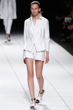 Issey Miyake Spring 2014 Ready-to-Wear Collection Slideshow on Style.com