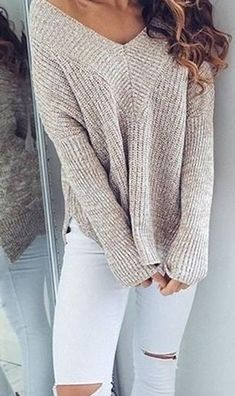 Fashion Trends Accesories - Beige Knit White Jeans Source The signing of jewelry and jewelry Uno de 50 presents its new fashion and accessories trend for autumn/winter Mode Outfits, Jean Outfits, Casual Outfits, Fashion Outfits, Womens Fashion, Latest Fashion, Ladies Outfits, Jeans Fashion, Sweater Fashion