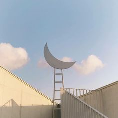 aesthetic, moon, and sky image Beige Aesthetic, Aesthetic Photo, Aesthetic Pictures, Aesthetic Korea, Images Esthétiques, Loona Kim Lip, Quotes About Photography, Vaporwave, Aesthetic Wallpapers