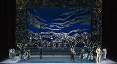 Zorba, el griego. Ballet de Santiago. Manolios: Agustín Cañulef y John: Gabriel Bucher. Foto: Patricio Melo