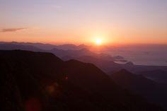 Nascer do Sol no Parque Estadual da Serra do Mar. Pico do Corcovado - Ubatuba - SP.                                                                                                                                                     Mais