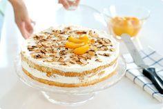 Receta de Tarta casera exprés de melocotón. Si tienes invitados, no tienes mucho tiempo y quieres hacer un postre rápido, esta es tu tarta rápida.