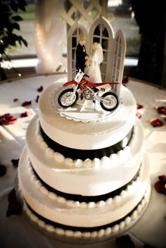 motocross wedding | Dirt Bike Wedding Cake Their favorite dirt bike