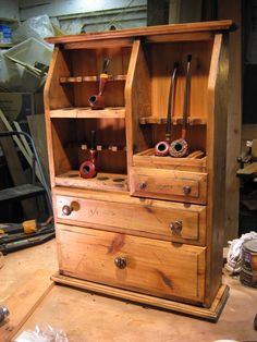 Very nice. Two Cousins Pipe Rack: Split Level Cigars And Whiskey, Pipes And Cigars, Tobacco Smoking, Tobacco Pipes, Smoking Pipes, Smoking Room, Cool Pipes, Pipe Rack, Up In Smoke