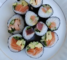If the idea of eating raw fish has kept you from trying sushi, then this recipe is for you. It uses smoked salmon instead of raw fish. Smoked Salmon Sushi, Brown Rice Sushi, California Roll Sushi, California Rolls, Tapas, Sushi Roll Recipes, Veggie Sushi, Sushi Fish, Becoming A Chef