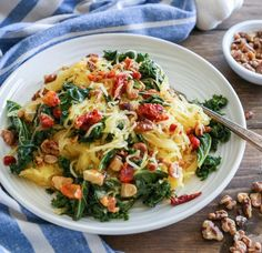 Roasted Garlic and Kale Spaghetti Squash with sun-dried tomatoes and walnuts - a nutritious meatless weeknight meal. Vegan Dinner Recipes, Vegan Dinners, Healthy Recipes, Vegan Recepies, Easy Recipes, Keto Recipes, Vegetarian Recipes, Pappardelle Pasta, Cucumber Bites