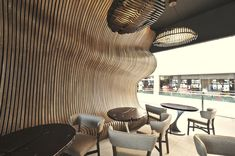 Открытый интерьер в кафе