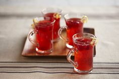 Hot Spiced Raspberry Cider~ Make a traditional winter drink with the sweet addition of fresh raspberries. The aroma will fill your kitchen and the cider will keep every Drinks Alcohol Recipes, Non Alcoholic Drinks, Fun Drinks, Yummy Drinks, Drink Recipes, Party Drinks, Fresh Raspberry Recipes, Raspberry Drink, Hot Spiced Cider
