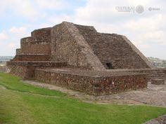 """Uno de los asentamientos más importantes en el Valle de Toluca o Matalcingo (México); su nombre en lengua náhuatl significa """"Lugar de casas en la llanura"""", proviene de ixtlahuatl, """"llanura"""" y calli """"casa."""" Este nombre se lo dieron los mexicas en alusión a la cantidad de poblados que conformaban el área del asentamiento matlatzinca."""