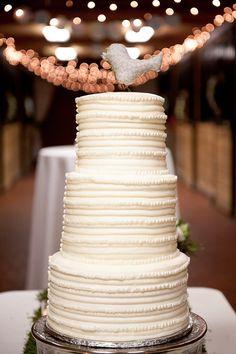 casual simple wedding cake / perfect for rustic barn weddings