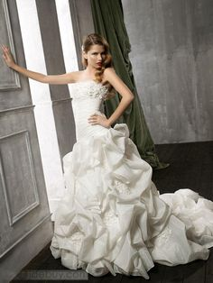 252 Amazing Ball Gown Strapless Floor-Length Chapel Organza Wedding Dresses  at 27dress.com . 94cc3f9ebb32