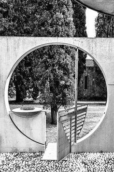Carlo Scarpa / Tomba Veritti (Cemetery of San Vito), Udine, Italy, 1951 Pavilion Architecture, Sustainable Architecture, Architecture Details, Landscape Architecture, Interior Architecture, Landscape Design, Ancient Architecture, Residential Architecture, Contemporary Architecture