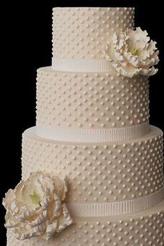 I love polka-dot wedding cakes. Beautiful Wedding Cakes, Gorgeous Cakes, Pretty Cakes, Amazing Cakes, Cake Wedding, Ivory Wedding, Wedding Bride, Decors Pate A Sucre, Gateaux Cake