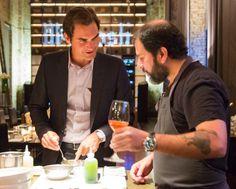 Roger Federer toma consejos de Enrique Olvera sobre cómo hacer aguachile vieira…