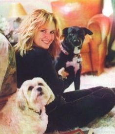 Melissa Etheridge and her dogs. Love this one! They all look happy.
