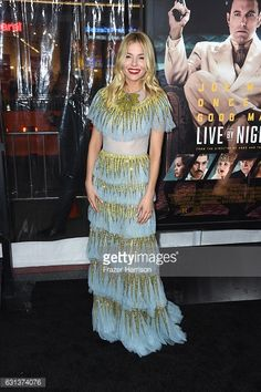 Fotografía de noticias : Actress Sienna Miller arrives at the Premiere Of...