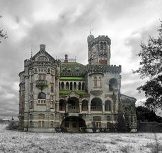 "steampunktendencies: "" Abandoned - The Castle of Dona Chica, Palmeira - Braga, Portugal Photos: Ruin'arte "" Abandoned Buildings, Old Abandoned Houses, Abandoned Castles, Old Buildings, Abandoned Places, Old Houses, Old Mansions, Abandoned Mansions, Beautiful Buildings"