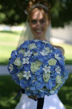 Love this hydrangea bouquet!