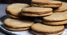 Butter Cookies with Hazelnut Chocolate Praline Filling by Greek chef Akis Petretzikis. Bake amazing, delicious butter cookies with a scrumptious rich filling! Greek Recipes, Raw Food Recipes, Blackberry Syrup, Biscuits, Greek Sweets, Processed Sugar, Xmas Food, Chocolate Hazelnut, Clean Eating Snacks