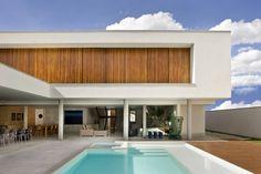 Contemporary House by Patricia Almeida Arquitetura