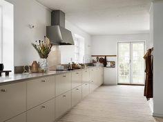 Kitchen Room Design, Home Decor Kitchen, Kitchen Interior, Home Kitchens, Kitchen Dining, Kitchen Cabinets, Real Kitchen, Kitchen Board, Beige Kitchen