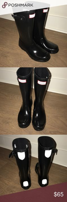 Hunter Original tall gloss KIDS black boots 3 - 4 Tall gloss boots in black made especially for kids by hunter. Size 3 boys or 4 girls. Worn once in excellent shape. Hunter Shoes Boots