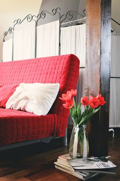 Red Tulips, Showroom, Couch, How To Wear, Inspiration, Furniture, Home Decor, Biblical Inspiration, Settee