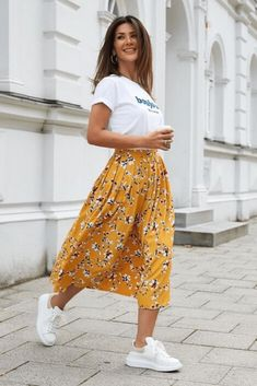 Feb 24 2020 - 110 inspiring summer outfits to copy now 8 thereds.me 110 inspiring summer outfits to copy now 8 th. Modest Casual Outfits, Stylish Summer Outfits, Spring Outfits, Long Skirt Outfits For Summer, Summer Clothes, Smart Casual Outfit Summer, Summer Dresses, Winter Outfits, Mode Outfits