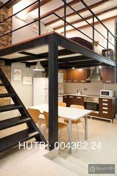 Cercano a la famosa basílica y al glamuroso Paseo de Gracia, este bonito apartamento de un solo ambiente te permitirá pasar unos días inolvidables en Barcelona. Te encantará la espaciosa terraza, ideal para disfrutar del sol o de una cena con tus amigos.<br><br>Se trata de un apartamento de 55m2, situado en la planta baja de una finca sin ascensor del distrito de l´Eixample, que puede alojar hasta 4 personas. Su espacio diáfano crea un ambiente cálido y moderno. La zona de estar p...
