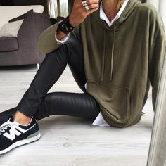 amedi SportsWear Legging Lisa Andersen de (no olvides . Winter Outfits, Casual Outfits, Fashion Outfits, Womens Fashion, Looks Street Style, Casual Street Style, Mode Style, Style Me, Mode Des Leggings