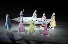 The best photos of the 2018 Winter Olympics - February Performers carry the Olympic flag during the opening ceremony. Weightlifting For Beginners, Olympic Weightlifting, Olympic Flag, Youth Olympic Games, Pyeongchang 2018 Winter Olympics, Winter Games, Olympians, Opening Ceremony, Figure Skating