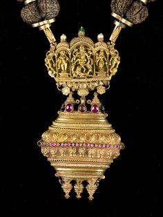 Necklace detail. Gauri shankaram, India. 17th-18th c. Museu de les Cultures del Món, Barcelona, Catalonia