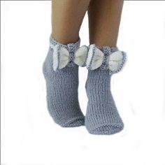 Herbstfunde in Rot und Grau in Etsy-Läden von Radu Cristina auf Etsy, Knitting Socks, Baby Knitting, Knitted Hats, Knit Socks, Womens Wool Socks, Grey Socks, Patterned Socks, Boutique Etsy, Fashion Socks