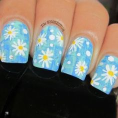 This denim inspired nail art also features dainty daisy flowers for accent. Know the list of products used and claim it on your next DIY project.