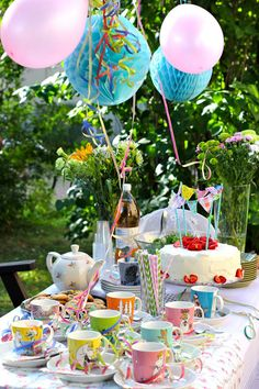 It's Your Birthday, Birthday Ideas, Birthday Parties, How To Tie Shoes, Garden Party Decorations, Sun Room, Summer Parties, Party Party, Party Fashion