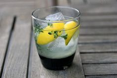 TEQUILA THYME LEMONADE 3 thyme sprigs 1 t sugar 2 lemon wedges 3 oz. cold water 2 t freshly lemon juice Ice Muddle the three thyme sprigs with the sugar and 2 lemon wedges in a glass. Add tequila, cold water, and ice. Party Drinks, Cocktail Drinks, Alcoholic Drinks, Beverages, Ginger Cocktails, Easy Summer Cocktails, Tequila Punch, Silver Tequila, Homemade Lemonade