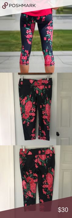 Albion Fit Antigua crop leggings These leggings make working out fun! Adorable floral print! Check out the matching sports bra! In good pre-loved condition  Retail: $68  Size: small  90% Nylon 10% Spandex  *smoke free house Albion Pants