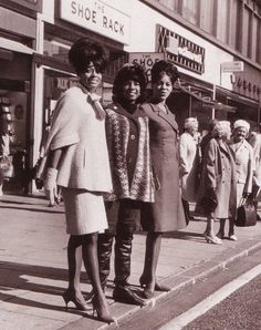 The Supremes L-R Diana Ross, Florence Ballard and Mary Wilson out shopping in London's Oxford Street on October 1964 Music Icon, Soul Music, 2017 Fall Fashion Trends, Diana Ross Supremes, Mary Wilson, Old Singers, Black Celebrities, Northern Soul, My Black Is Beautiful