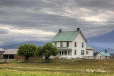 mycountrylifeblog:  4982 Farm House (by Paul Rioux)