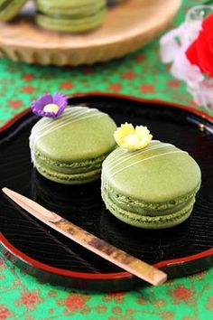 .Macarons with flowers