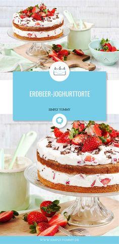 Kalorienzählen im Sommer? Viel zu lästig. Mit dieser leichten und frischen Sommertorte mit Joghurt und Erdbeeren triffst du die richtige Wahl! #sommertorte #erdbeertorte #erdbeeren #joghurt #erdbeerjoghurttorte