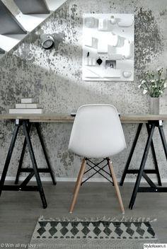 olohuone,työpiste,työpöytä Scandinavian Modern, Home Office, Living Room Decor, Sweet Home, New Homes, Lounge, Interior Design, Chair, House Styles