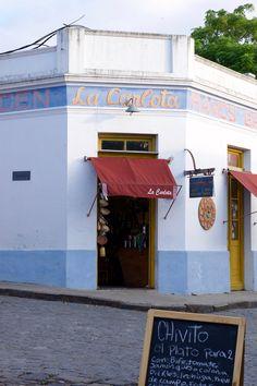 La Carlota | Una de las históricas esquinas de Colonia Del Sacramento. #Foto #Uruguay #Historia
