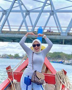 "Lia Chintya Pratama di Instagram ""Penderitaanku mungkin menjadi alasan orang lain tertawa, Tapi tertawaku bukanlah karena penderitaan orang lain.😁"" Arab Girls Hijab, Hijab Chic, Beautiful Hijab, Bikini, Sexy, Instagram, Videos, Fashion, Bikini Swimsuit"