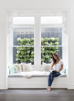 stunning window seat in bay window with plant wall Southern Homes, House And Home Magazine, Home Improvement Projects, Home Decor Bedroom, Decoration, The Hamptons, Living Spaces, Living Room, New Homes