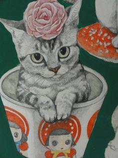 La joven ilustradora Higuchi Yuko realiza estas inquietantes ilustraciones, donde la ingenuidad de los gatos humanizados se entrelaza con el potencial peligro de las setas y hongos venenosos... d...