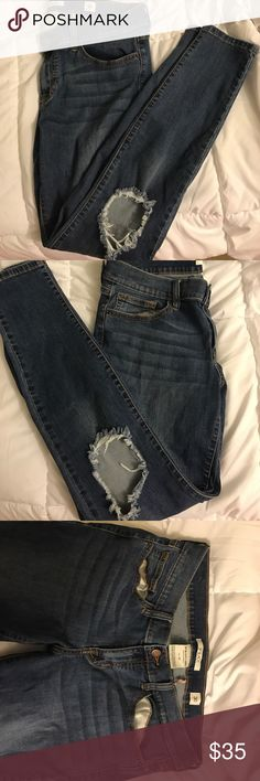 Nordstrom SP BLACK Ripped Skinny Jeans Size 30, stretchy but could fit sizes 29-31. Brand is SP Black but bought from Nordstrom brand new, worn once. Skinny jeans. Holes in the knees. Low rise. Stretchy but not too much. Great quality! Price negotiable. Nordstrom Jeans Skinny