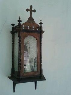 .Oratório antigo comprado por papai. Parede da sala redonda superior.